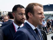 Sicherheitsmann Alexandre Benalla (links) hinter Präsident Emmanuel Macron während der Feierlichkeiten zum 14. Juli 2018 in Paris. (Bild: KEYSTONE/EPA REUTERS POOL/PHILIPPE WOJAZER / POOL)