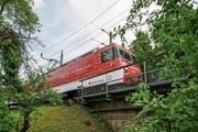 Bis mindestens Ende 2022 verkehren die pannenanfälligen Züge auf der Strecke Luzern–Engelberg. (Bild: Roger Grütter (Hergiswil, 24. Juni 2018))