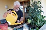 Paul Ackermann erledigt auf Wunsch verschiedene Arbeiten im Haus und Garten. (Bild: Susi Miara)