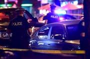 Bei einer Schiesserei im kanadischen Toronto sind gemäss der örtlichen Polizei zwei Personen getötet worden. Zahlreiche weitere wurden verletzt. (Bild: KEYSTONE/AP The Canadian Press/FRANK GUNN)