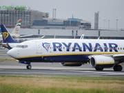 Bei Ryanair haben Streiks bereits im ersten Geschäftsquartal 2018/19 auf die Bilanz gedrückt. (Bild: KEYSTONE/EPA/STR)