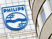 Philips hat im zweiten Quartal aufgrund von Wertberichtigungen weniger verdient. (Bild: KEYSTONE/EPA/KOEN VAN WEEL)