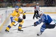 Marco Forrer (links, in der Partie gegen Dinamo Minsk) spielte im Dezember 2016 auch den Spengler Cup für den HC Davos. (Bild: Gian Ehrenzeller/KEY)