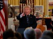 US-Präsident Donald Trump beabsichtigt, einige seiner Kritiker vom Zugang zu geheimen Informationen auszuschliessen. (Bild: KEYSTONE/AP/EVAN VUCCI)