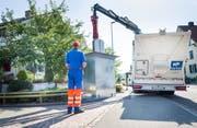 Ein Unterflurcontainer der Stadt Frauenfeld wird geleert. (Bild: Andrea Stalder)