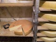 Teuer und dennoch nachgefragt: Schweizer Sortenkäse wie etwa Gruyère. (Bild: Keystone/GAETAN BALLY)
