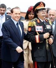 Silvio Belusconi und der libysche Diktator Muammar al-Gaddafi 2010 in Rom. (Bild: Andrew Medichini/AP (Rom, 10. Juni 2009))