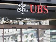 Die Grossbank UBS weist zum Ende des zweiten Quartals eine harte Kernkapitalquote von unverändert 13,4 Prozent aus. (Bild: KEYSTONE/GAETAN BALLY)