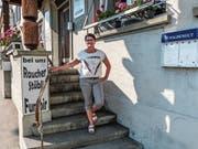 Ursi Lüthi vor dem Restaurant Linde, in dem sie noch bis kommenden Freitag wirtet. (Bild: Kurt Lichtensteiger)