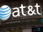 Der US-Telekomkonzern AT&T hat zwar im abgelaufenen Geschäftsquartal deutlich mehr verdient - die Einnahmen gingen hingegen leicht zurück. (Bild: KEYSTONE/AP/MARK LENNIHAN)