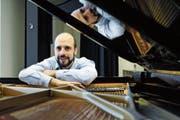 Eine kämpferische Haltung werde in der Schweiz nicht goutiert, sagt der international erfolgreiche Jazzpianist Claude Diallo. (Bild: Martin Preisser)