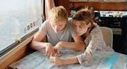 Jan und Jule lernen sich im Wohnwagen immer besser kennen. (Bild: Filmcoopi)