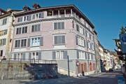 Das stattliche «Chamhaus» in Zürich an der Ecke Untere Zäune/Hirschengraben ist nach Bernhard von Cham (1508-1571) benannt. Der Sprössling einer angesehenen Familie hat es weit gebracht. (Bild: Andreas Faessler (12. Juli 2018))