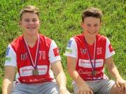Die beiden Urner Nachwuchsspieler Noah Imhof (links) und Linus Arnold holten bei den Prag-Games zusammen mit ihren B14-Teamkollegen von Zug United den Turniersieg. (Bild: PD, Prag, 14. Juli 2018)