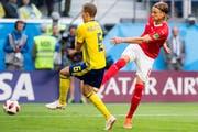 In der Schweizer Nationalmannschaft ist der Thurgauer Verteidiger Michael Lang (rechts, im WM-Achtelfinal gegen Schweden) ein sicherer Wert. (Bild: Laurent Gillieron/KEY, St. Petersburg, 3. Juli 2018)