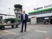 Maurizio Merlo, Direktor des Flughafen Lugano-Agno, schmiedet Pläne, um den Flugbetrieb nach Genf zu garantieren. (Bild: KEYSTONE/TI-PRESS/GABRIELE PUTZU)