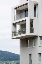 Ein Balkon kann einen Nachbarschaftsstreit auslösen. (Bild: Peter Käser)