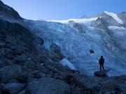 In 25 Jahren dürfte laut Glaziologen die Hälfte der kleinen Gletscher verschwunden sein. (Bild: KEYSTONE/ANTHONY ANEX)