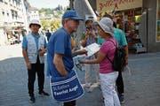 Manfred Nährer stellt sein Mandarin bei chinesischen Touristen auf die Probe. (Bild: Livia Grob)