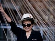 Yoko Ono will im Herbst ein neues Album mit dem Titel «Warzone» herausbringen. (Bild: KEYSTONE/AP/REBECCA BLACKWELL)