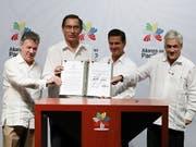Die Präsidenten Kolumbiens, Perus, Mexikos und Chiles machen beim Freihandel vorwärts und unterzeichneten am Dienstag (Ortszeit) eine entsprechende Erklärung. (Bild: KEYSTONE/EPA EFE/JOSE MENDEZ)