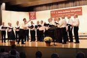 Der Männerchor Sarnen an einem Auftritt. (Bild: Archivbild: Richard Greuter)