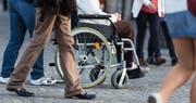 Ein Rollstuhlfahrer im Alltag. (Bild: Fotolia)