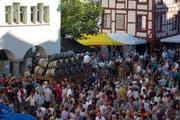 Zu Hunderten werden am Samstag Besucher in Festlaune den Wiler Hofplatz in Beschlag nehmen. (Bild: PD)