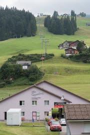 Mitarbeiter der städtischen Verwaltung haben Tickets für die Bergbahnen Wildhaus als Präsent erhalten. Und das, obwohl sich das Unternehmen im Streit mit der Toggenburg Bergbahnen AG befindet. (Bild: Ralph Ribi)