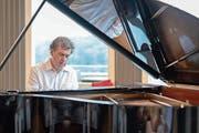 Pianist Patrizio Mazzola spielte auf der Sonnmatt zur Einweihung des neuen Konzertflügels nach den Wünschen des Publikums. (Bild: PD)