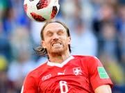 Schmerzhafter Einstand bei Mönchengladbach: der Schweizer Internationale Michael Lang (Bild: KEYSTONE/LAURENT GILLIERON)