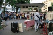 Manu Luis bei der ersten Intervention des Krautfestivals am Luzerner Bundesplatz. (Bild: PD/Sabina Oehninger)