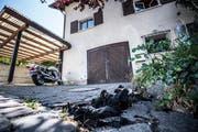 Nur die Asche auf dem Boden verrät, dass hier am 16. Juli ein Feuer gewütet hat. (Bild: Andrea Stalder)