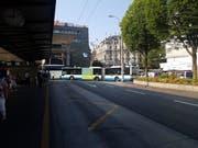 Die Situation auf der Kreuzung der Pilatusstrasse mit der Zentralstrasse und der Einmündung zum Bahnhofplatz (Bild: Leserreporter)