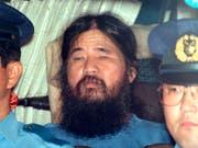 Japan hat weitere Sektenmitglieder um den bereits im Juli gehängten Chef Shoko Asahara in der Nacht auf Donnerstag wegen des Giftgasanschlags in Tokio im Jahr 1995 hingerichtet. (Bild: KEYSTONE/AP Kyodo News)