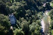 Der natürliche Schutz lockte Burgenbauer ans Sitterufer. Von einst drei Festungen thront heute nur noch die Ruine Ramschwag über dem Fluss. (Bild: Benjamin Manser)