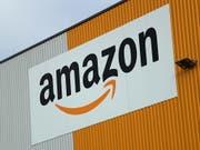 Viele Internetbestellungen beflügeln den Amazon-Konzern. (Bild: KEYSTONE/EPA/FRIEDEMANN VOGEL)