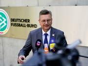 Wegen der Özil-Affäre unter Druck: DFB-Präsident Reinhard Grindel (Bild: KEYSTONE/EPA/ALEXANDER BECHER)
