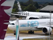 Airbus machen Triebwerks-Lieferprobleme zu schaffen. (Bild: KEYSTONE/EPA/ANDY RAIN)