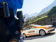 Die Kantonspolizei erwischte einen Raser mit 225 km/h. Dem Temposünder droht eine Freiheitsstrafe von mindestens einem Jahr und eine hohe Geldstrafe. Sein Führerschein wurde entzogen. (Bild: Keystone/OLIVIER MAIRE)