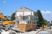 Wo jetzt noch ein Teil des Martin-Blocks steht, beginnt schon bald der Aufbau eines neuen Migros-Gebäudes. (Fabian Egger)