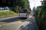 An der Haltestelle Berneggstrasse rollte Bus für kurze Zeit führerlos bergab. (Bild: David Gadze)