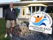 Pascal Decurtins steht beim Eingang des Schwimmbades Amriswil. (Bild: Yvonne Aldrovandi-Schläpfer)