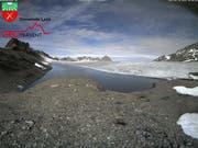 Das Schmelzwasser des Favergessee beim Plaine Morte-Gletscher im Berner Oberland ist am Auslaufen. (Bild: KEYSTONE/GEOPRAEVENT)