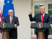 US-Präsident Donald Trump hat sich weiterhin positiv über die Gespräche zum Handelsstreit mit EU-Kommissionspräsidenten Jean-Claude Juncker geäussert. (Bild: KEYSTONE/EPA/JIM LO SCALZO)