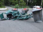 Unbekannte haben in der Nacht auf Freitag auf dem Baustellenareal der Kantonsschule Olten mit einem Arbeitskarren «gespielt» - dabei kippte das Fahrzeug und wurde massiv beschädigt.