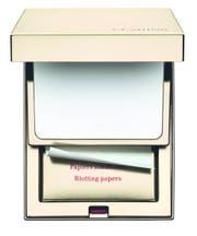 Für unterwegs: «Kit Pores et Matités» von Clarins (54 Franken) besteht aus einem kompakten Transparentpuder und Blotting Paper.