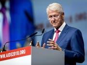 Der frühere US-Präsident Bill Clinton hat sich für mehr Tests und die Behandlung von mehr Menschen mit HIV ausgesprochen. (Bild: KEYSTONE/EPA ANP/KOEN VAN WEEL)