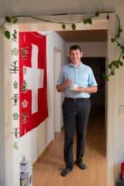 Die Schweizerfahne hängt bei Reto Eberhard daheim nicht nur am 1. August. (Bild: Dominik Wunderli (Horw, 25. Juli 2018))