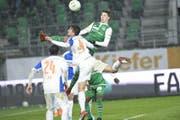 Milan Vilotic (Nummer 4) im Trikot der Grasshoppers gegen St. Gallen. (Bild: Ralph Ribi)